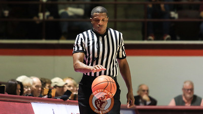 Referee Teddy Valentine dribbles the ball during a stoppage in play. (Mark Umansky/TheKeyPlay.com)