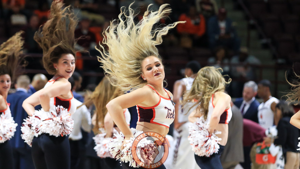 The High Techs perform for the crowd during a media timeout. (Mark Umansky/TheKeyPlay.com)