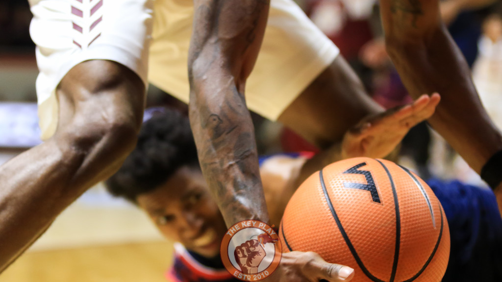 Players scramble for a loose ball on the baseline in the first half. (Mark Umansky/TheKeyPlay.com)