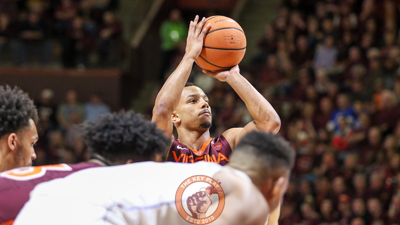 Justin Robinson sets up to take a free throw in the first half. (Mark Umansky/TheKeyPlay.com)