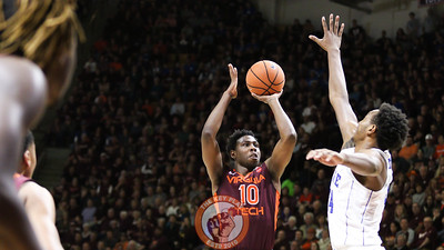 Justin Bibbs pulls up for a mid-range jumper in the first half. (Mark Umansky/TheKeyPlay.com)