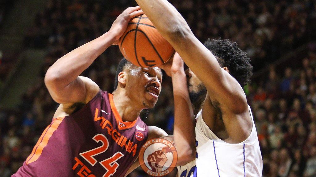 Kerry Blackshear Jr. drives hard towards the basket in the first half. (Mark Umansky/TheKeyPlay.com)