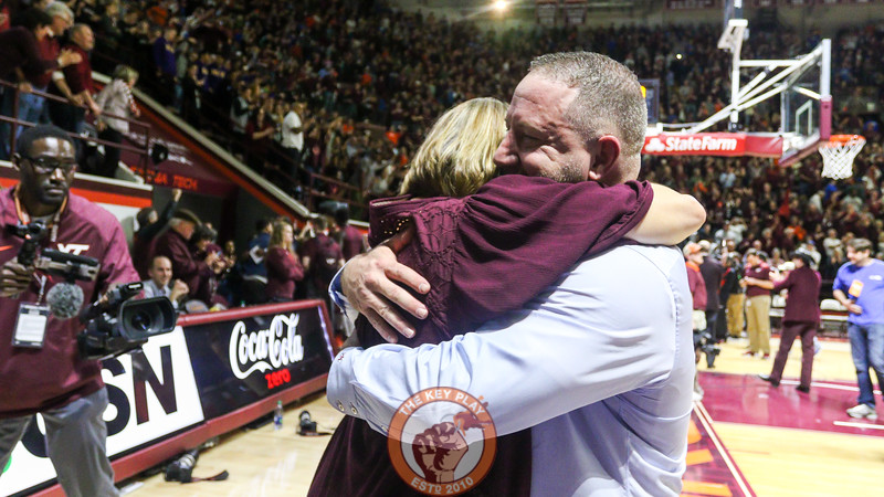 Buzz Williams hugs his wife Corey after the game. (Mark Umansky/TheKeyPlay.com)