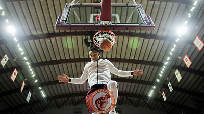 Justin Robinson dunks the ball during pre-game warmups. (Mark Umansky/TheKeyPlay.com)