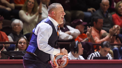 Head coach Buzz Williams shouts instructions at his team as they set up on defense. (Mark Umansky/TheKeyPlay.com)