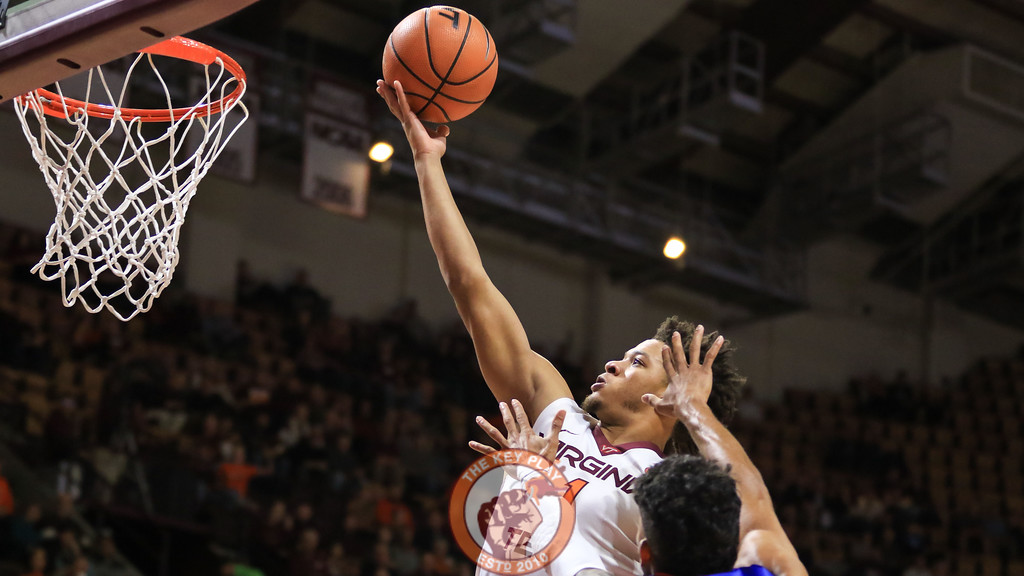 Tyrie Jackson beats out his defender on a layup. (Mark Umansky/TheKeyPlay.com)