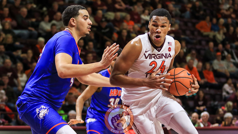 Kerry Blackshear Jr. makes a run towards the basket before a layup attempt. (Mark Umansky/TheKeyPlay.com)