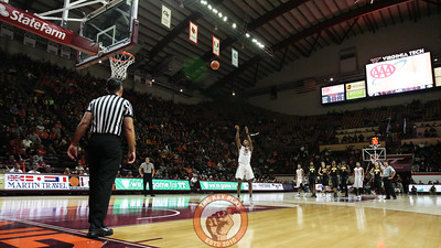 Ahmed Hill shoots a pair of technical foul shots in the first half. (Mark Umansky/TheKeyPlay.com)