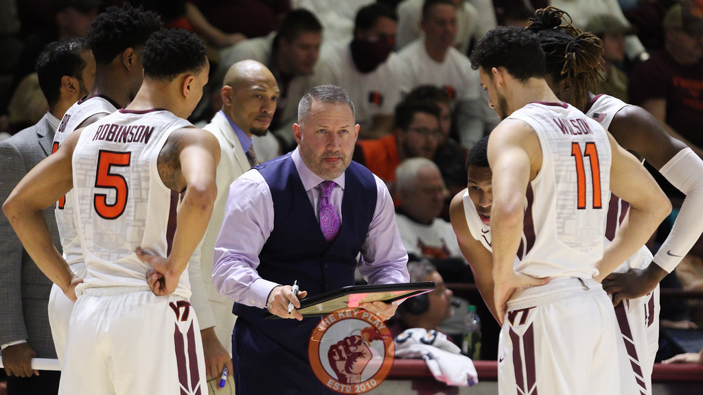 Head coach Buzz Williams huddles with his team during a timeout in the second half. (Mark Umansky/TheKeyPlay.com)