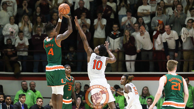 Justin Bibbs attempts to guard Miami's Lonnie Walker IV on a jump shot. (Mark Umansky/TheKeyPlay.com)