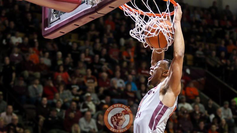 Justin Robinson dunks the ball on a fast break in the second half. (Mark Umansky/TheKeyPlay.com)