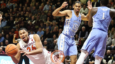 Kerry Blackshear Jr. falls to the ground after splitting a pair of UNC defenders and drawing a foul. (Mark Umansky/TheKeyPlay.com)
