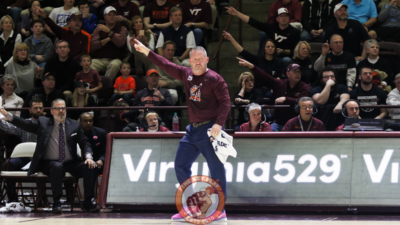 Buzz Williams and several fans point for posession after an out of bounds call. (Mark Umansky/TheKeyPlay.com)