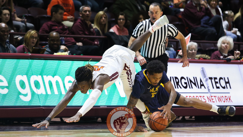 Chris Clarke fights for a loose ball along the sideline off a deflected inbounds pass. (Mark Umansky/TheKeyPlay.com)