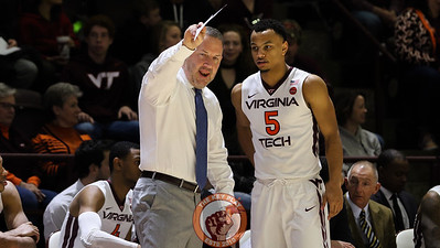 Buzz Williams gives some pointers to Justin Robinson after he was subbed out of the game in the second half. (Mark Umansky/TheKeyPlay.com)
