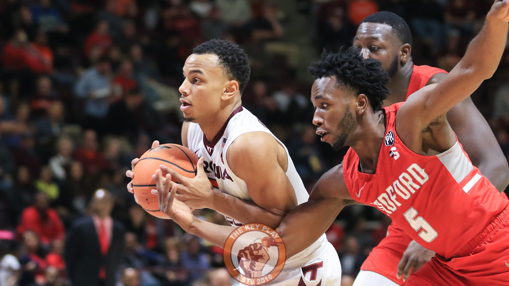 Justin Robinson avoids a steal from behind on a trip to the basket. (Mark Umansky/TheKeyPlay.com)