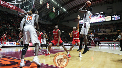 Justin Bibbs jumps up for a shot after an inbound from Chris Clarke. (Mark Umansky/TheKeyPlay.com)