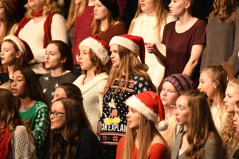 12-11-17_Choir-021-LJ