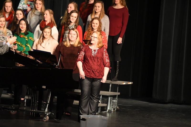 12-11-17_Choir-060-LJ