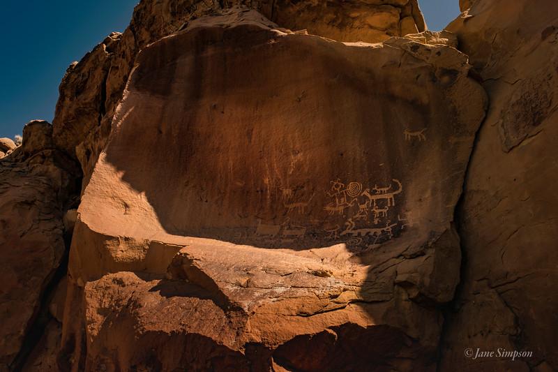 Petroglyphs high above Una Vida