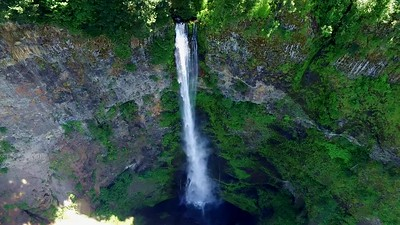 2-Looking down at Multnomah Falls