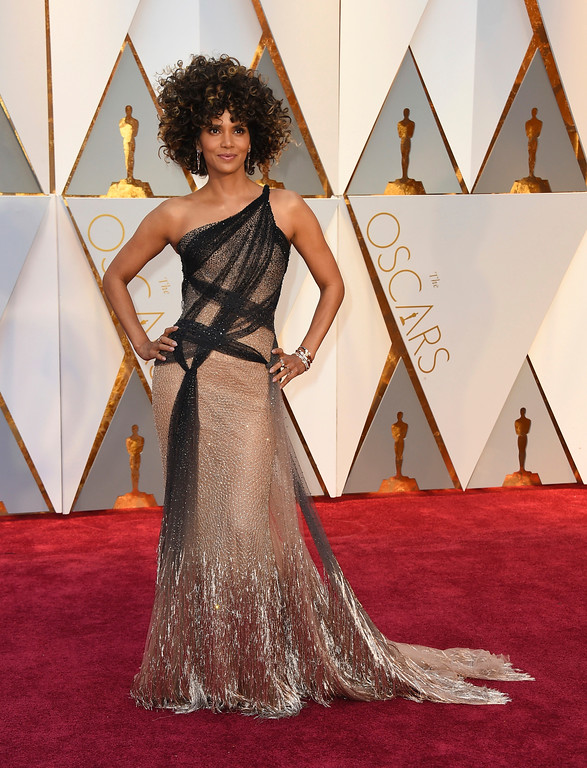 . Halle Berry arrives at the Oscars on Sunday, Feb. 26, 2017, at the Dolby Theatre in Los Angeles. (Photo by Jordan Strauss/Invision/AP)