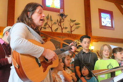 IMG_8137 lois Fein  leads kids in song asking the four questions