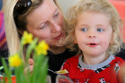 IMG_6993 carey underwood and her daughter Georgia,3
