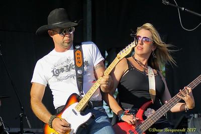Kent Nixon & Luanne Carl - Domino - Country Thunder 2017 204
