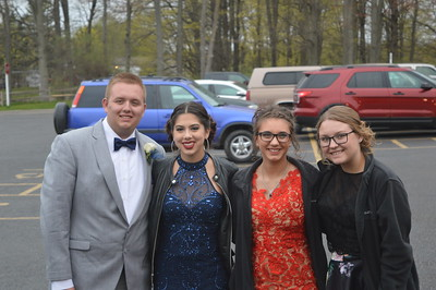 Photo by Linda Kerkau  2017 Beal City prom