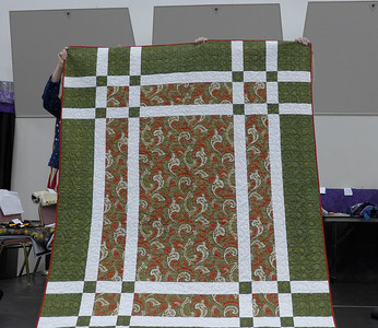 Jan Asmann was challenged in one of her groups to pull a fabric from her stash that she would never want to cut and make something with that as the basis.