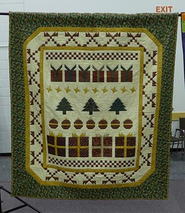 Raffle quilt by Bev Wilkinson and quilted by Lon Brewer.  Quilt size 73 x 82