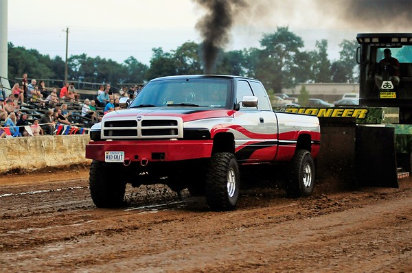 "2017 CLARKE CO FAIR ""DRAGON MOTORSPORTS PULL"" 8-17-17"