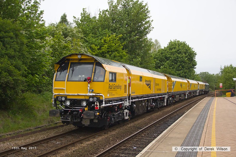 170515-004  DCR class 31 No 31452 is seen passing through Mansfield Woodhouse returning Loram Rail Grinder CRG2 (DR79401, DR79402, DR79403 & DR79404) to Tuxford, running as 4Z01, 04:32 Derby RTC - Thoresby Colliery Junction, Monday 15th May 2017.