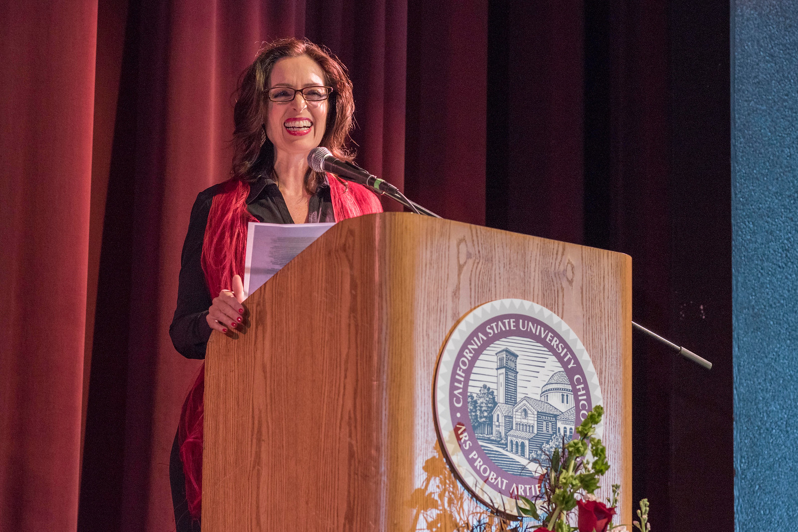 Distinguished Alumni J'Anna Jacoby talks to guests and honorees during the Distinguished Alumni Dinner on Friday, March 24, 2017 in Chico, Calif. (Jason Halley/University Photographer)