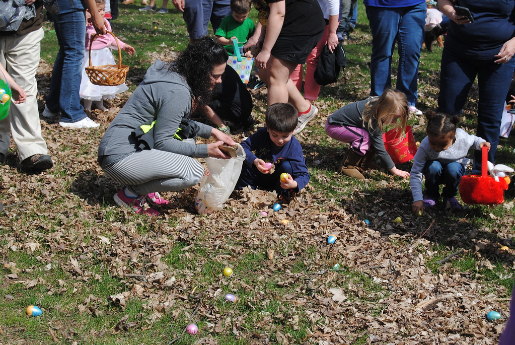 . Leah McDonald - Oneida Daily Dispatch Children and families take part in the City of Oneida Eggstravaganza Easter egg hunt at Allen Park on Saturday, April 15, 2017.