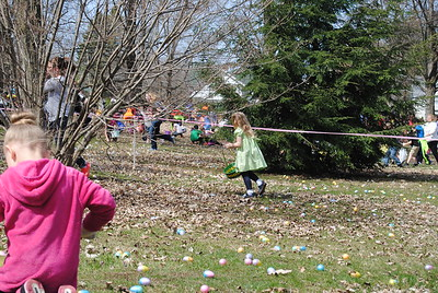 Leah McDonald - Oneida Daily Dispatch Children and families take part in the City of Oneida Eggstravaganza Easter egg hunt at Allen Park on Saturday, April 15, 2017.