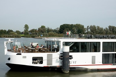This is the wide shot of Ed and Joan on the boat. You see in the other photo what a 600 mm lens on a camera can do.