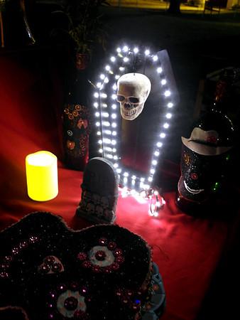10-27-17 Dia de los muertos - building altars 2
