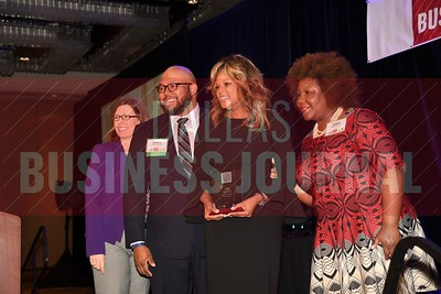 Cole Brown, chief human resources officer, Conifer Health Solutions (center) receives her Minority Business leader Award, from Dr. Suzanne Carter and Matt Houston (from left) and Jarie Bradley (right) with sponsor TCU's Neeley School of Business Executive MBA program.