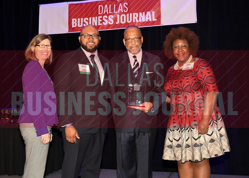 Larry D. Kemp, COO and vice president, Kemp & Sons General Services, Inc. (center) receives his Minority Business leader Award, from Dr. Suzanne Carter and Matt Houston (from left) and Jarie Bradley (right) with sponsor TCU's Neeley School of Business Executive MBA program.