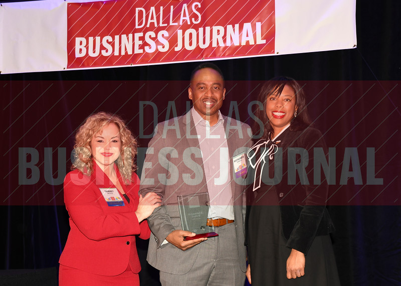 Raymond R. Ferrell, Executive vice president - general counsel and corporate secretary, Dex Media, (center) receives his Minority Business leader Award, from Tammy Wood, (left), and Sonja McGill, (right) partners with sponsor Bell Nunnally.