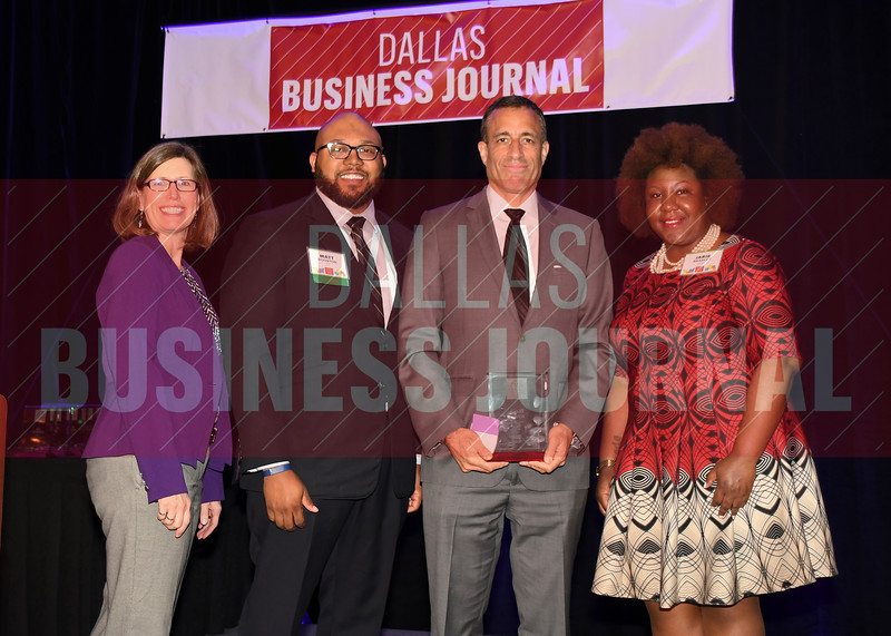 Geoff Green, CEO, Netvious (center) receives his Minority Business leader Award, from Dr. Suzanne Carter and Matt Houston (from left) and Jarie Bradley (right) with sponsor TCU's Neeley School of Business Executive MBA program.