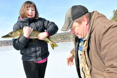 DSC_0387 emma russell with 29 inch pike,,with richard bingham of bradford helping her