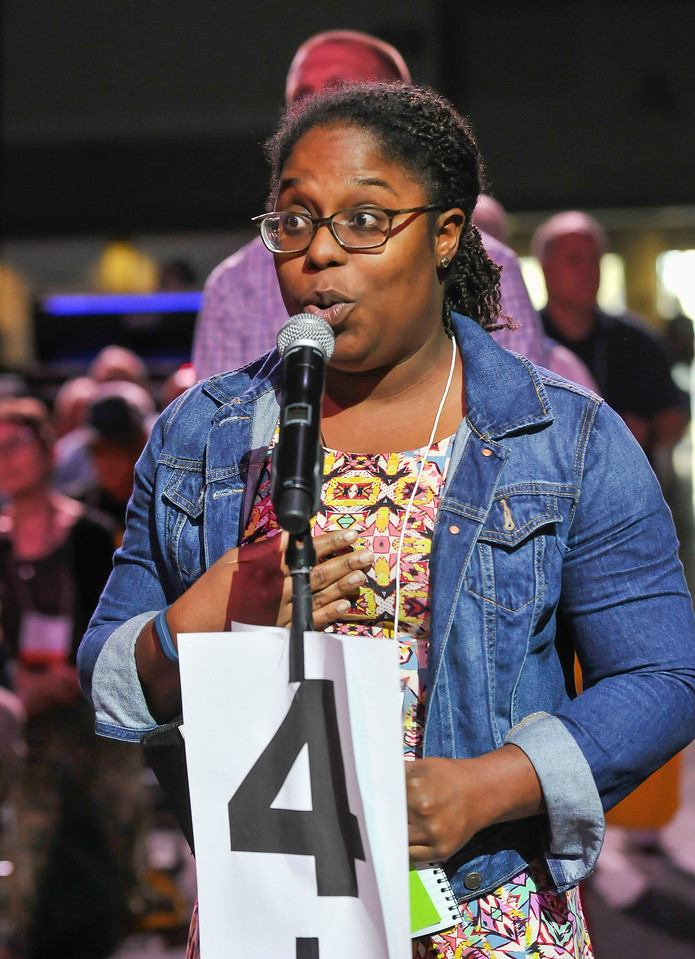 Shanique Edwards proposes an amendment to the first amendment of Resolution 2 at the Friday Plenary at the 2017 INUMC Annual Conference in Indianapolis.