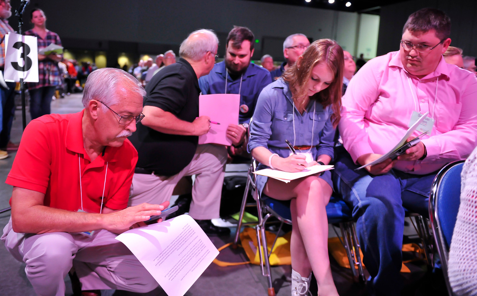 Leah Padgett writes her amendment to Resolution 2 at the Friday Plenary at the 2017 INUMC Annual Conference in Indianapolis.