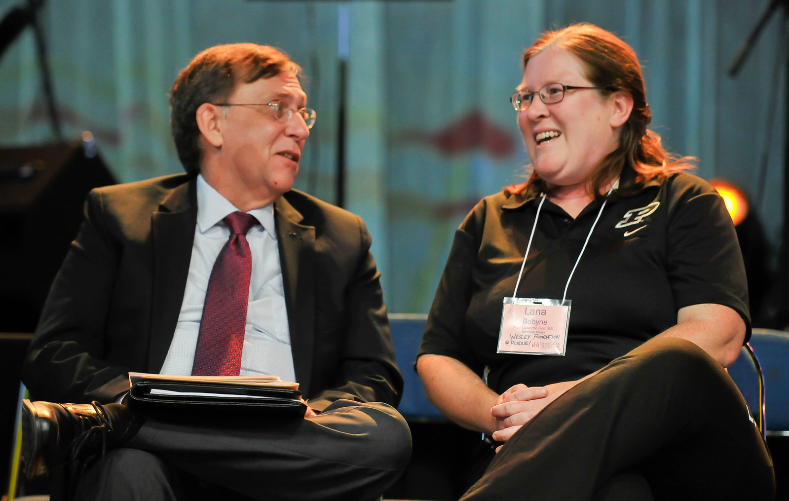 Tom Heaton talks to Lana Robyne of Wesley Foundation at Purdue at the Friday Plenary at the 2017 INUMC Annual Conference in Indianapolis.
