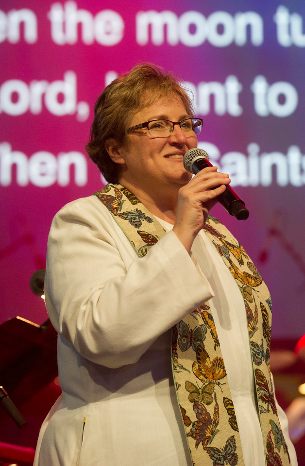 Dr. Carolyn Scanlan-Holmes at the Service of Remembrance and Communion at 2017 INUMC Annual Conference in Indianapolis