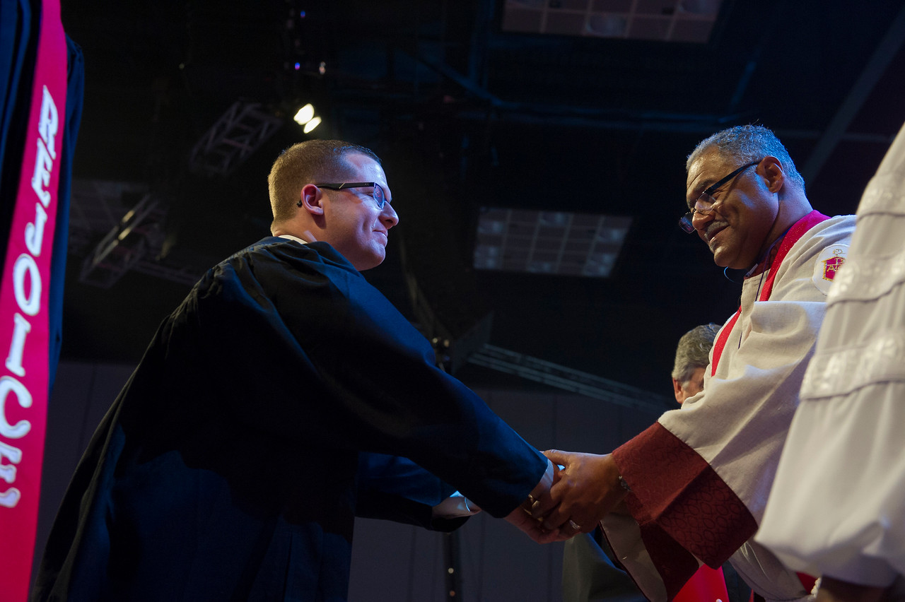Andrew C. Baker (left) and Bishop Julius C. Trimble at The Commissioning and Ordination Service at the 2017 INUMC Annual Conference in Indianapolis.