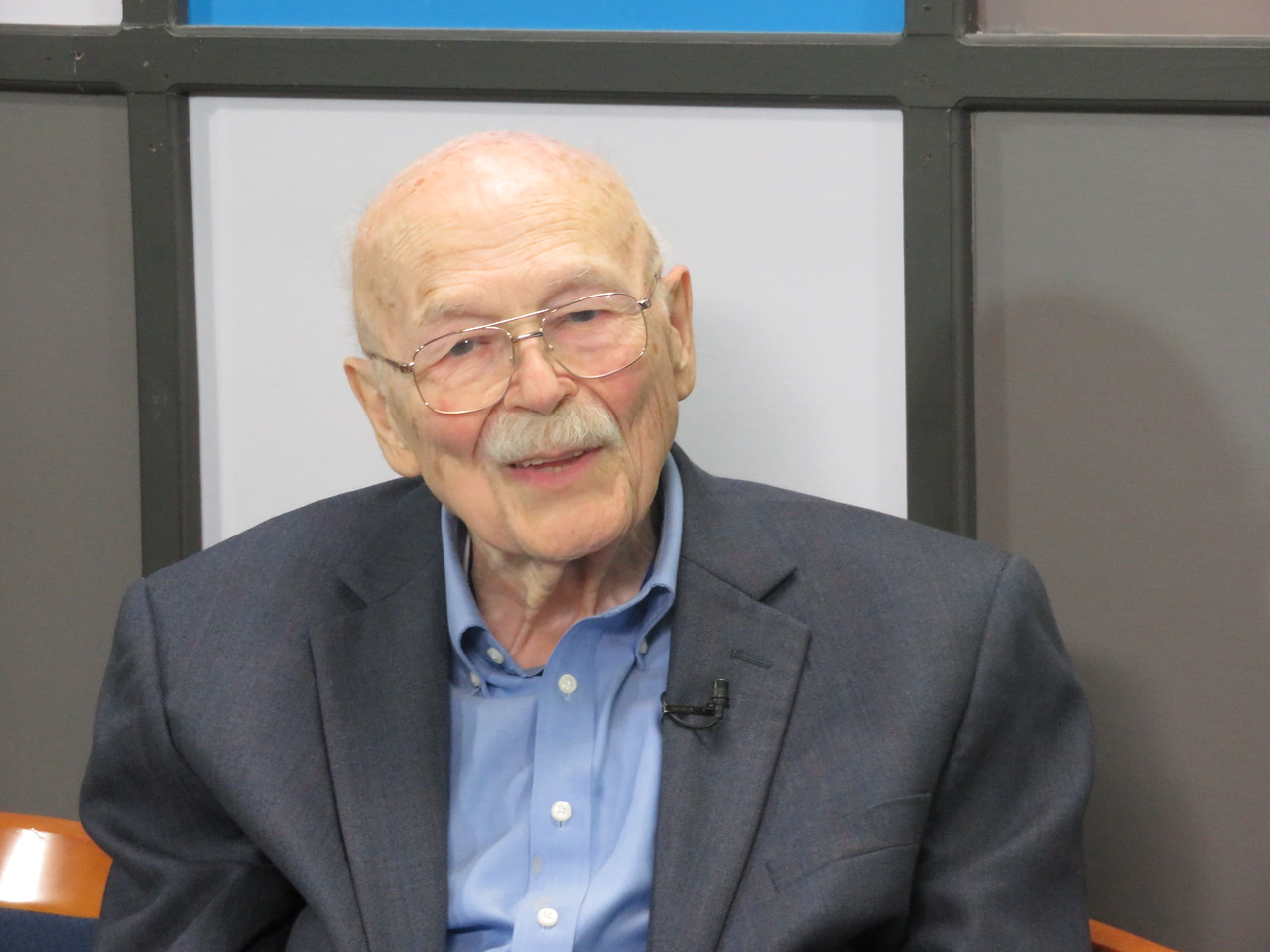Larry Bullen